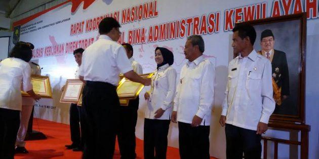 Sukses Bangun Kantor Satpol PP, Bupati Terima Penghargaan Mendagri
