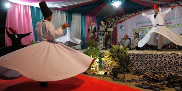 Tarian Sufi Warnai Pelepasan Santri  Al Falah Salafi Jatirokeh