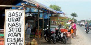 Di Brebes, Penjual Dadakan Arus Mudik Akui Omsetnya  Kali ini Turun Drastis