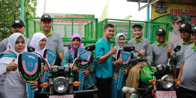 Peringati Hari LH Sedunia, Bupati Bagi Kendaraan Pengangkut Sampah