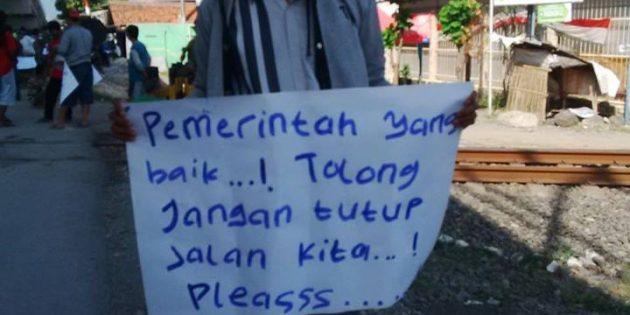 Diisukan Jalan Bawah Flyover Demoleng Ditutup, Tukang Becak Adakan Demo