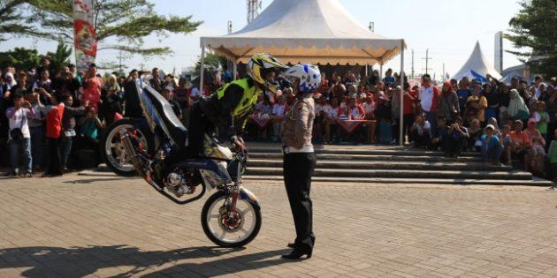Atraksi Freestyle Meriahkan Pencanangan Tahun Keselamatan Berkendara di Brebes