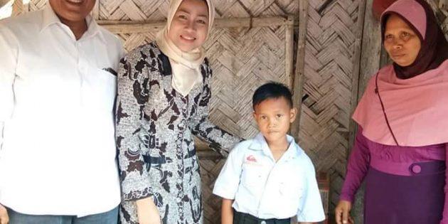 Jenguk Bocah Tanpa Anus di Kersana, Idza Janjikan Bantuan Perawatan