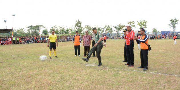 Kasdim Tendang Bola Pertama Dandim Brebes Cup 2017