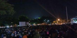Bersama TNI, Ribuan Warga Nobar Film G30S/PKI di Alun – alun