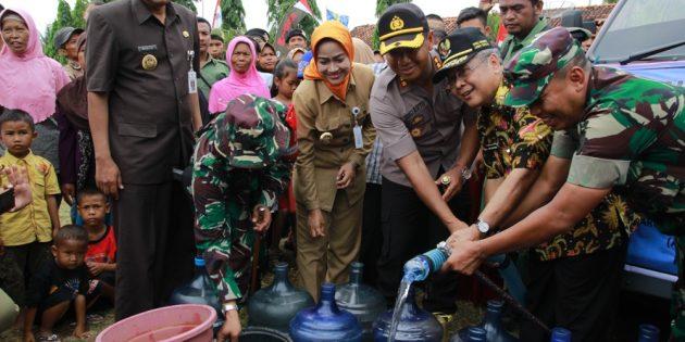 Kekeringan di Brebes, IKA PTK Jateng Donasikan 24 Tangki Air Bersih