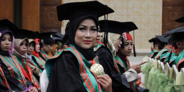 Diwisuda, Idza Priyanti Sandang Gelar Magister Hukum