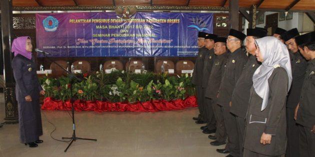 Bupati Lantik 12 Pengurus Dewan Pendidikan Masa Bhakti  2017 – 2022