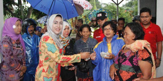 Banjir Losari, Bupati Kirim Beras 1 Ton Bantuan Warga