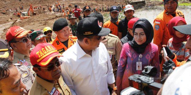 Ke Brebes, Menteri  Sosial  Beri Bantuan Bencana Longsor  1,163  Milyar
