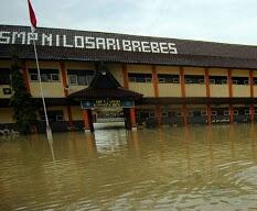Banjir Losari, 42 Sekolah Alami Porak Poranda