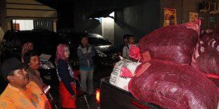 Idza Tunggui Saluran Bantuan Banjir Losari Hingga Jam 2 Dini Hari
