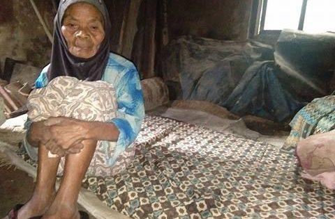Hidup Sebatangkara, Nenek Katem Tempati Rumah Tidak Layak Huni