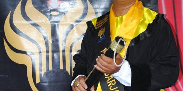 Teliti Korelasi Antara Tunjangan Profesi dan Kinerja Guru, Toto Ujiarto Raih Doktor