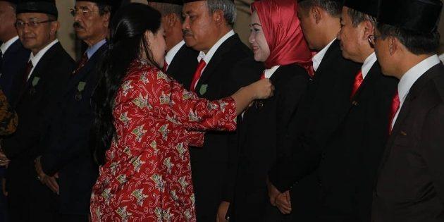 Di Manado, Idza Terima Penghargaan Lencana Bidang Kependudukan Keluarga Berencana