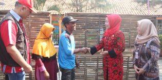 9.226 Warga Miskin Kecamatan Wanasari Terima Bantuan Ayam
