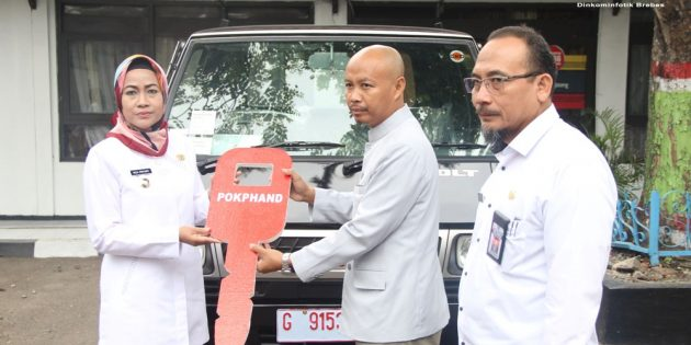 Prihatin Sampah di Brebes, PT Charoen Pokphan Bantu Mobil Pengangkut Sampah