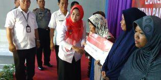 5.164 Warga Banjarharjo Terima Manfaat Bantuan Uang Non Tunai