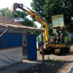 Tim Gabungan Robohkan 16 Bangunan Liar di Songgom
