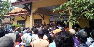 Tuntut Aparat Desa Mundur, Ratusan Warga Sigentong Lakukan Aksi Demo