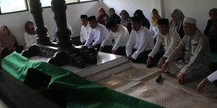 Hari Jadi Brebes ke 431, Bupati dan Wakil Bupati Ziarahi Mantan-mantan Bupati