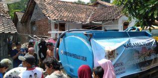 Peduli Kekeringan Brebes, Alumni Univesitas Gajah Mada Bantu 30 Tangki Air