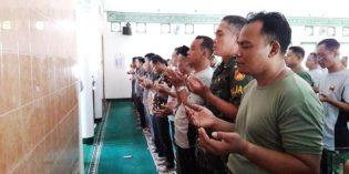 TNI dan Warga Brebes Gelar Sholat Ghoib untuk BJ Habibi