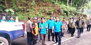 Ketua KNKT Ke Gunung Lio Pantau Titik Pemasangan Guardrail, Delineator, Rambu Lalin Dan Solar Lights