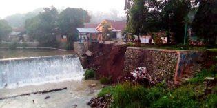 Longsor Tebing Irigasi Pintu Air di Jatisawit Bumiayu Ancam Persawahan Warga