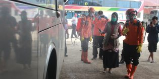 Penumpang Bus yang Melintas Brebes Diperiksa Kesehatannya