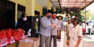 Masyarakat Anti Pungli Bagi Sembako Warga Brebes Terdampak Covid19