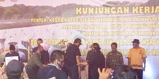 Di Brebes, Menteri KKP Serahkan Bantuan 12,2 Miliar dan 2.500 Batang Mangrove
